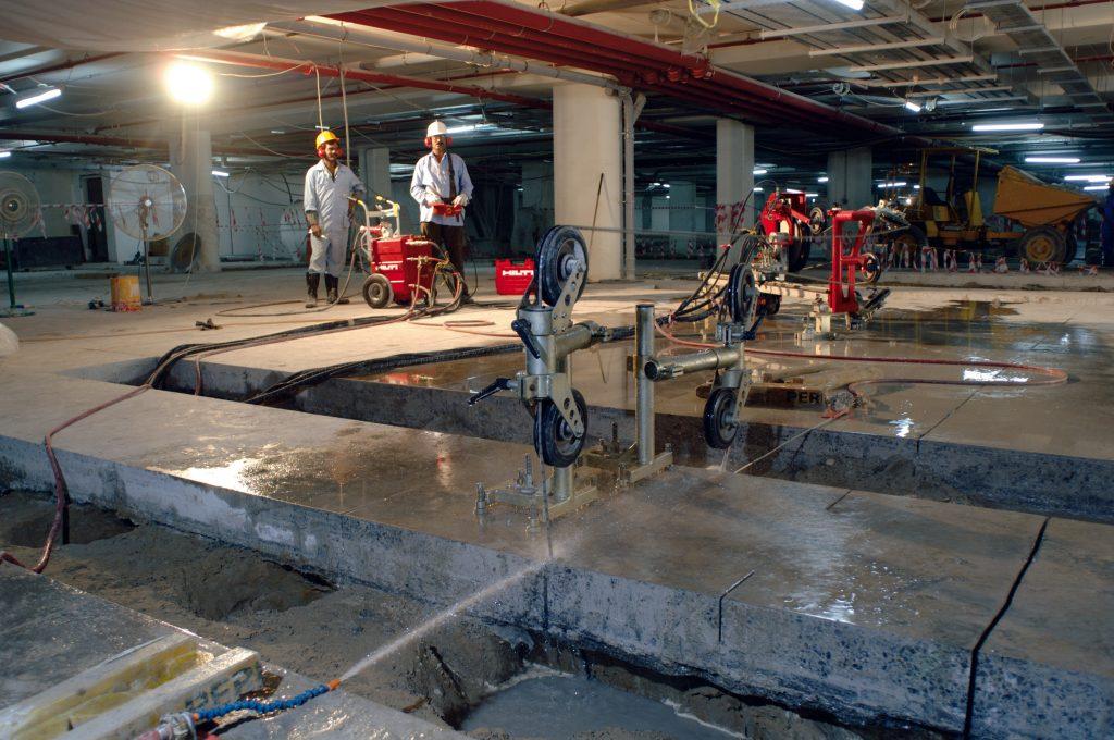 Cięcie betonu piłą linową na mokro