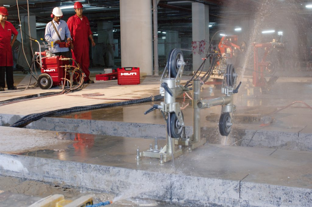 Cięcie betonu techniką diamentową na mokro